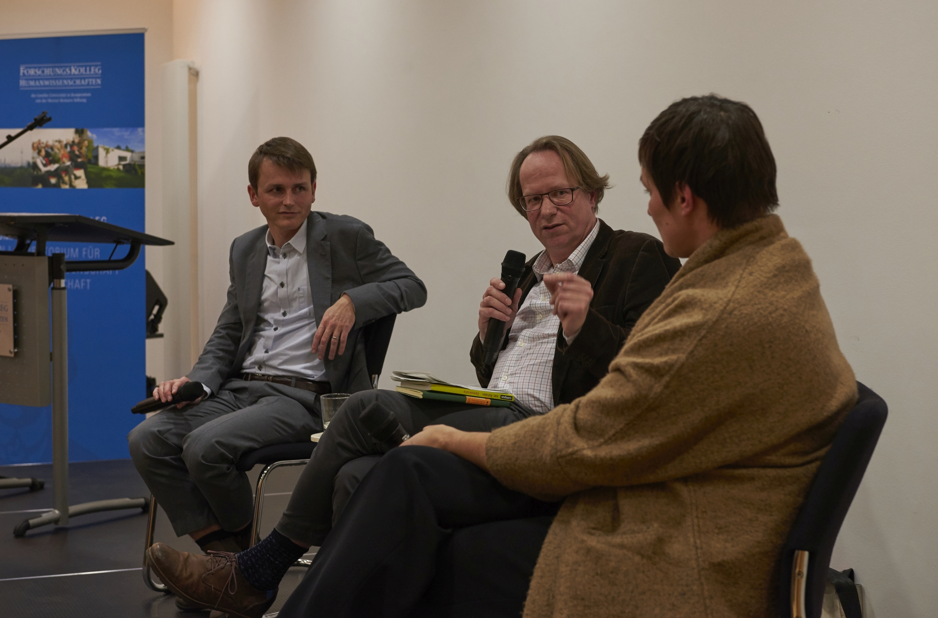 Book launch at the institute: The historian Till van Rahden in conversation with Nicole Deitelhoff, political scientist, and Johannes Völz, Americanist, about his book »Demokratie. Eine gefährdete Lebensform«. (Photo: Stefanie Wetzel, December 2019)